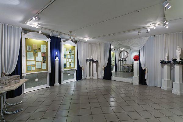 Белый зал в музее Есенина