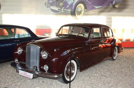 Бентли в музее ретро-автомобилей