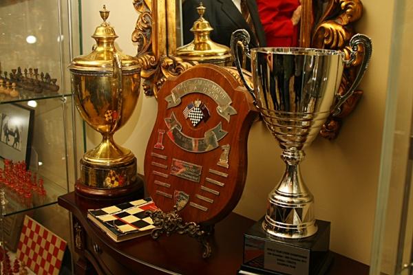 Кубки чемпионов в музее шахмат