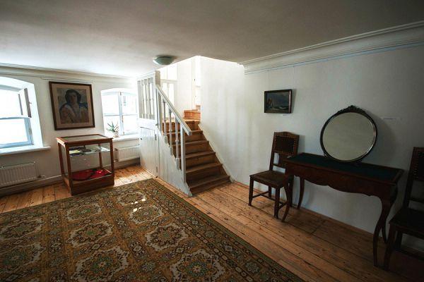 Лестница на этаж выше в музее Цветаевой