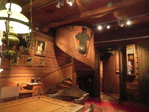 Лестница в музее Васнецова