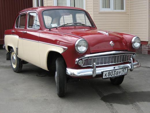 Москвич в музее ретро-автомобилей