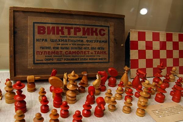Необычные шахматы в музее шахмат