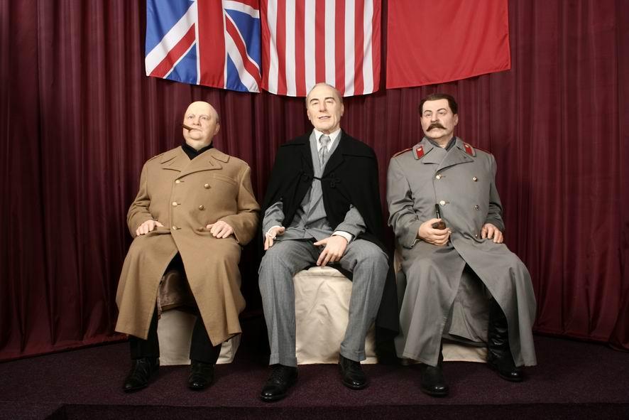 Три великий деятеля в музее восковых фигур Москва