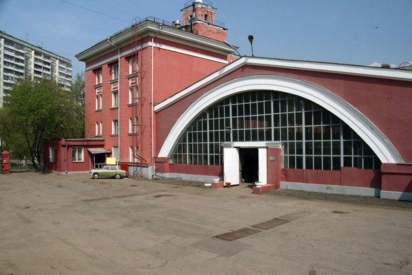 Здание где находиться музей ретро-автомобилей