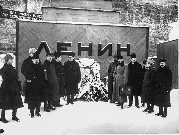 Первый саркофаг Ленину