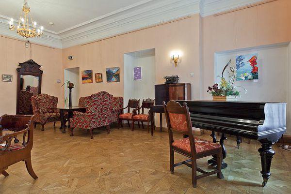 Кресла в музее мебели