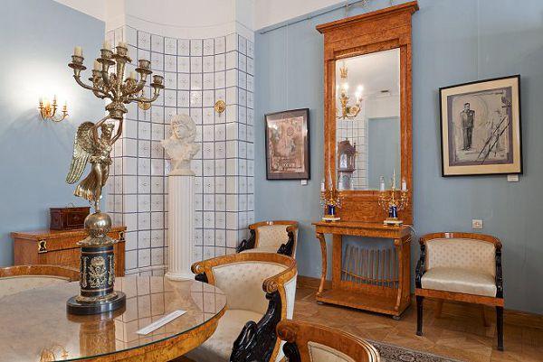Отличная экспозиция в музее мебели