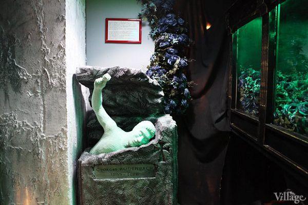 Интересное надгробие в музее смерти