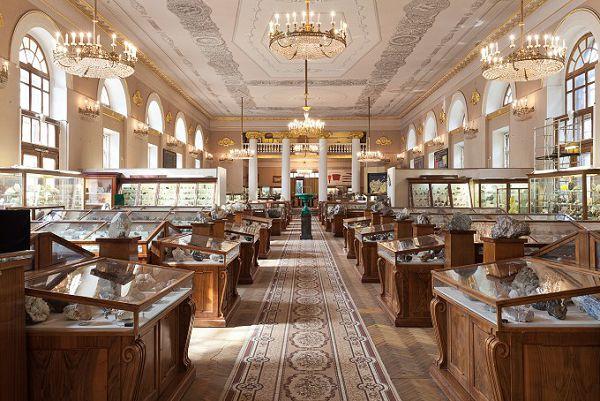 Корридор минералогического музея Ферсмана