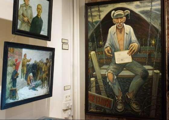 Картины в музее ГУЛАГа