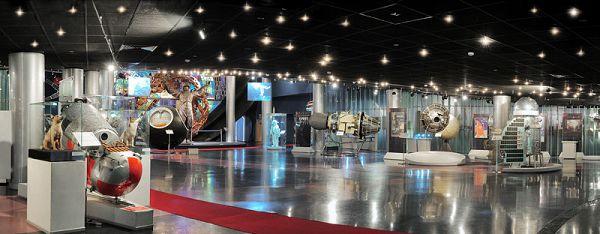 Большой зал в музее космонавтики на вднх