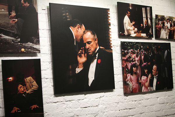 """Фотографии из фильма """"Крёстный отец"""" в центре фотографии имени братьев Люмьер"""