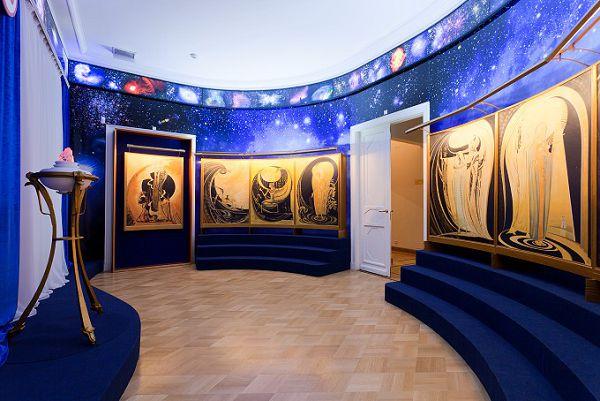 Вводный зал музея Рериха в Москве