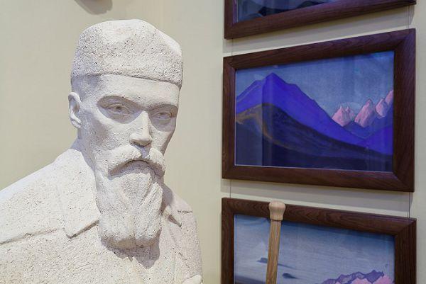 Бюст Николая Рериха в музее Рериха