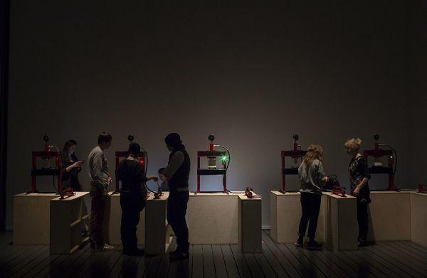 интерактивные экспонаты в центре современного искусства гараж