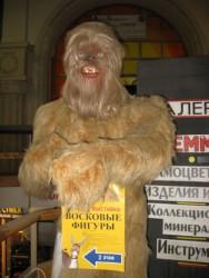 Монстр у музея восковых фигур