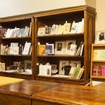 Книжный шкаф в музее Цветаевой