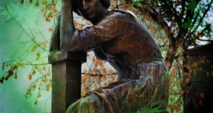 Памятник Цветаевой возле музея Цветаевой