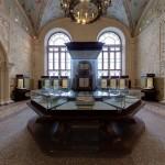 Просторный зал в историческом музее