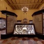 Древние кувшины в историческом музее