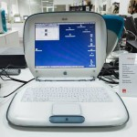Необычной формы ноутбук в музее техники apple