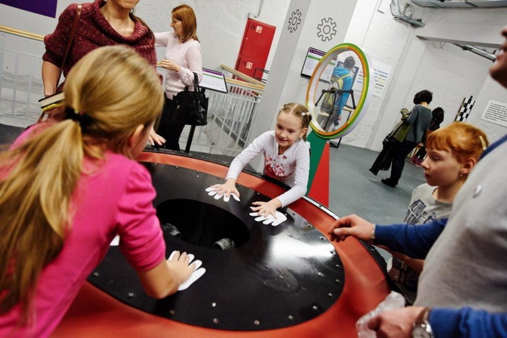 В музее Экспериментаниум детям весело