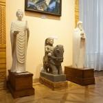 Статуи в музее Рериха